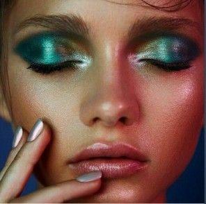 Metallic blue eye look